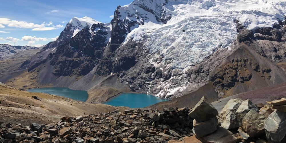 the lake also called pucacocha is possible to see in the Ausangate trek 4 days.