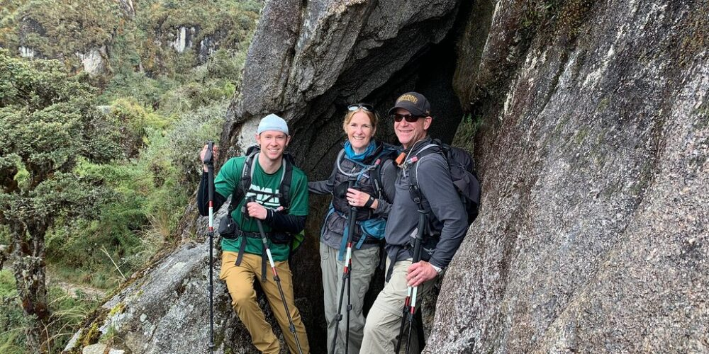 beautiful family photo in ancascocha trek + inca trail 7 days