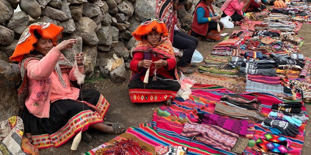 Sale of handicrafts on the Lares trek 3 days