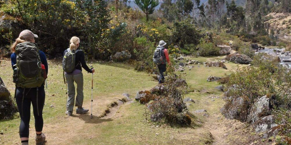 Lares trek 4 days a beautiful day in the Andes
