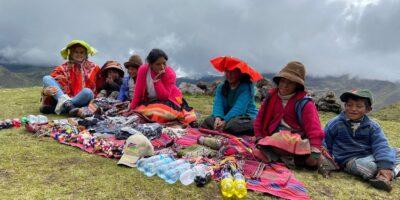 11Sale of handicrafts in lares trek 5 days