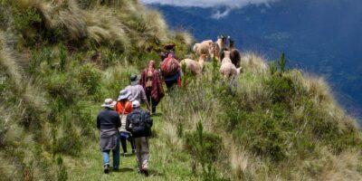 Hike to Huchuy qosqo with impressive landscapes