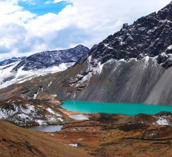 this is the blue lake next to it you can also see 7 lakes on the ausangate trek