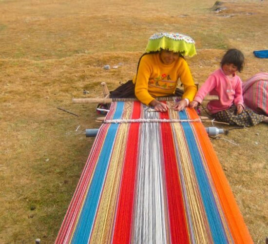 This is how artisan garments are woven in Ausangate, you can see this on the Ausangate Trek.