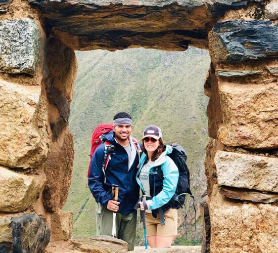 beautiful photo in the inca window of a happy couple on the ancascocha trail 7 days