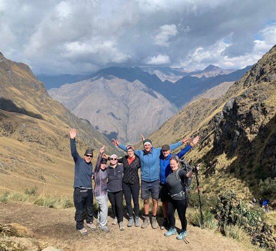 beautiful photo in friends in the warmiwañusca pass