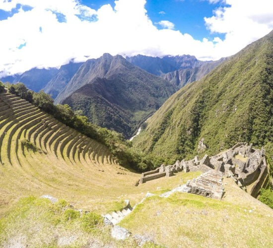Inca trail takes us to the archaeological center Wiñaywayna