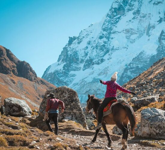 the salkantay trail shows us snow-capped mountains and a beautiful landscape.